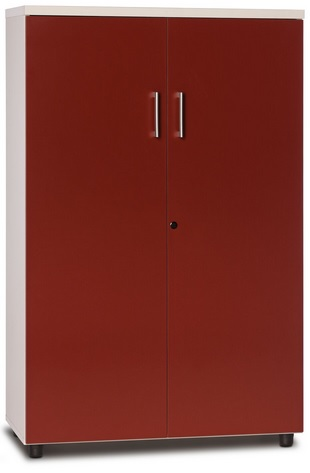 Armario de puertas batientes, de melamina y con tres estantes y cerradura.