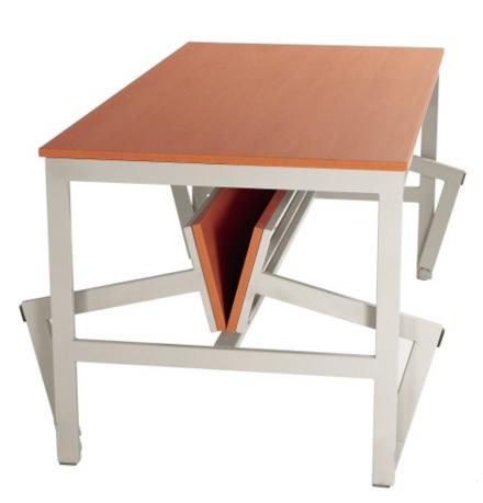 Mesas con bancos plegables. Pueden ser de fenólico y acero inox. o bien de melamina y acero pintado. Facilitan la circulación por el entorno y la limpieza.