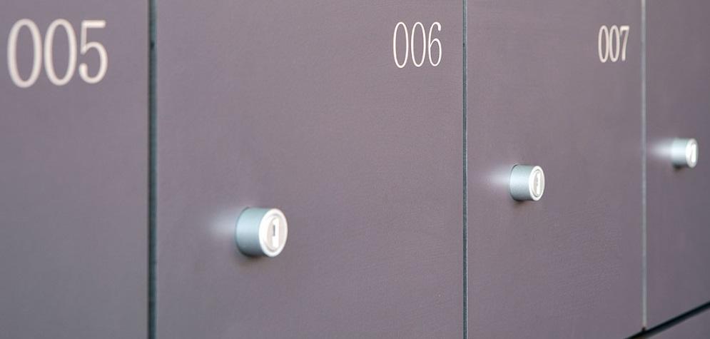 Numeración de puertas de taquillas fenólico.